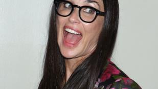 Demi Moore bevállalt egy teljesen meztelen címlapfotót