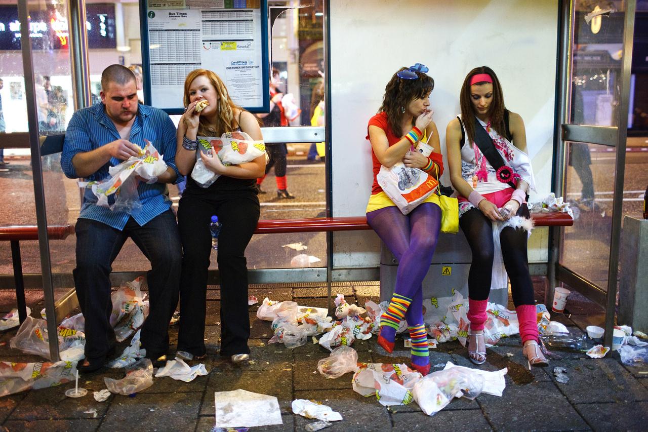 A brit városok éjszakai élete bőven szolgáltat témát a fotósoknak, elég csak arra a reneszánsz festményeket idéző képre gondolni, amit a manchesteri Joel Goodman készített még 2015-ben szilveszterkor.