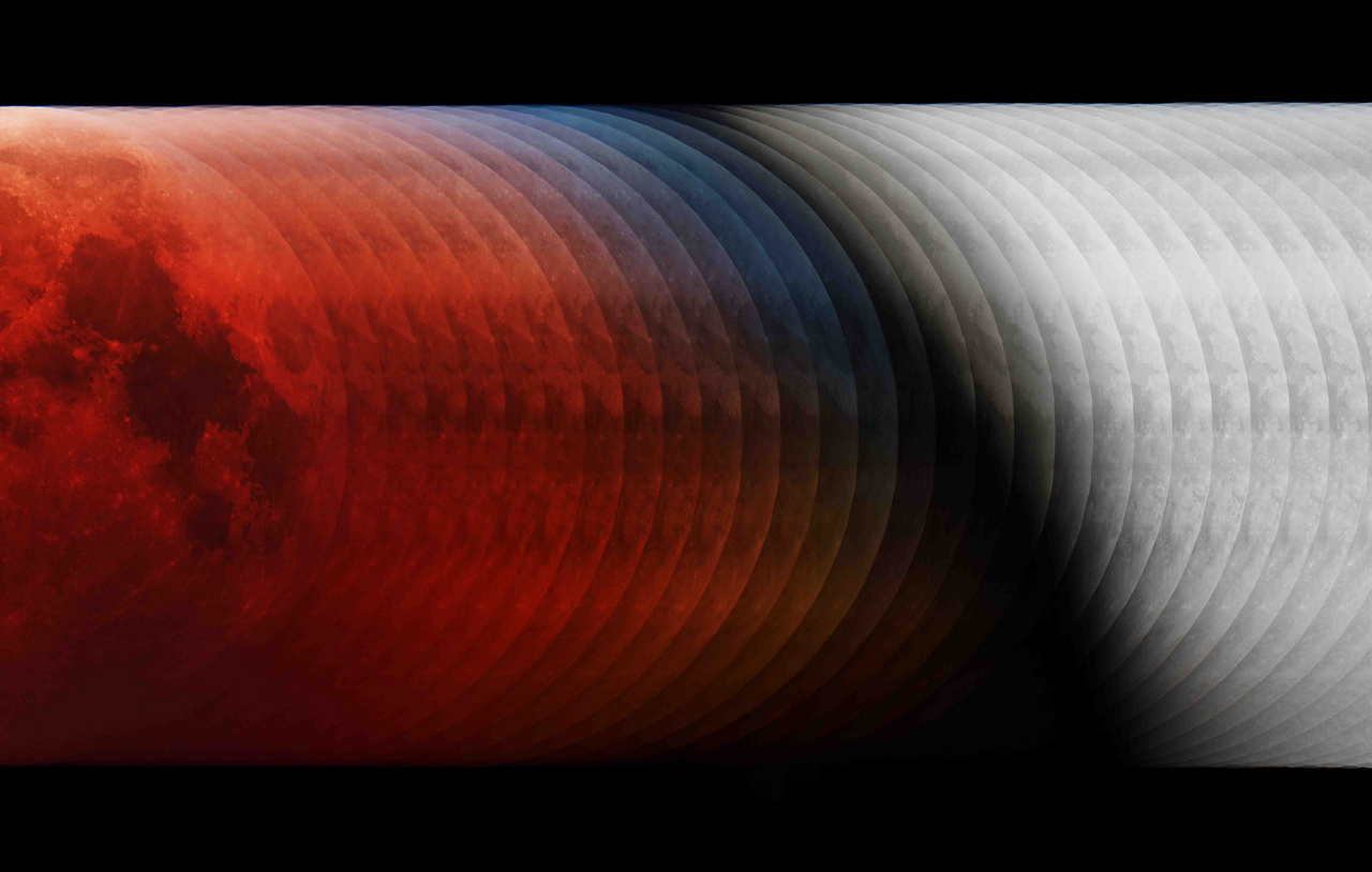"""A 2019-es év asztrofotója, egyben a """"Holdunk"""" kategória győztese: """"Árnyékba"""". 2018 januárjában teljes holdfogyatkozást lehetett látni többek között Európából is, Francsics László kompozit fotója azt mutatja meg, hogyan lépett be a Hold a Föld árnyékába. A 35 felvételből összeillesztett, a folyamatot jobbról balra szemléltető képen jól látható a Hold színeváltozása, lassú vörösbe borulása, és ami különlegessé teszi, hogy megmutatja azt az időszakot is, amíg a légköri ózon színszűrő hatására a Holdkorong széle rövid ideig kékben tündököl. (Ezt a jelenséget az okozza, hogy a Föld légkörének peremén, a sztratoszféra fölső rétegén áthaladó napfény vörösét az ózon szétszórja, míg a kék tartományt átengedi.) A kép technikai adatai: 250 mm Newton távcső f/4-es rekesszel (Sky-Watcher EQ6 Pro mechanikával), Sony Alpha 99 kamera, 35 HDR felvétel."""