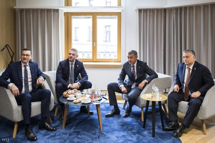 Mateusz Morawiecki lengyel Peter Pellegrini szlovák Andrej Babis cseh és Orbán Viktor magyar miniszterelnök (b-j) a visegrádi országok (V4) egyeztetésén az EU-csúcs ülése elõtt 2019. július 2-án.