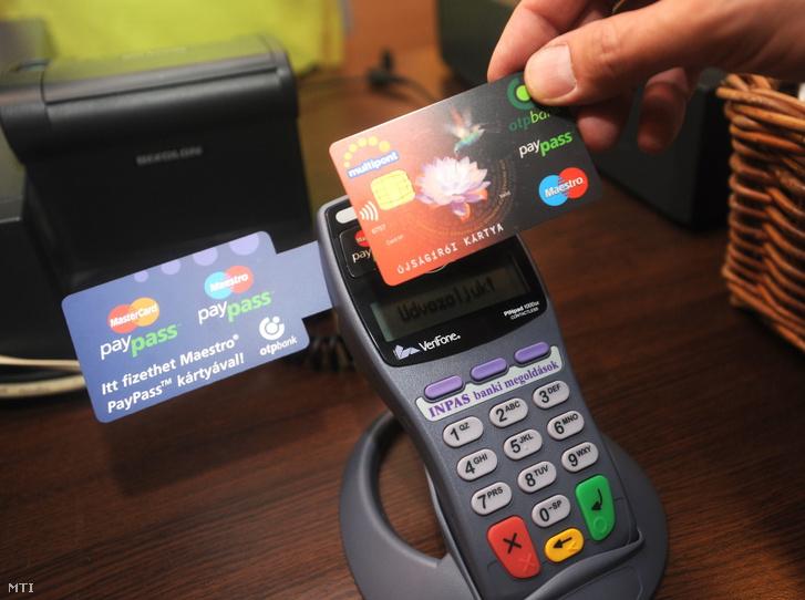 Nyílt bankolás esetén a bankkártyás költéseinket láthatják a külsős szolgáltatók, kereskedők