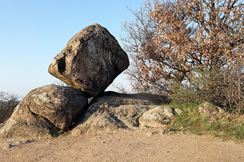 Sokan a magyar Stonehenge-ként emlegetik: a Velencei-hegység ingóköveinek legendái