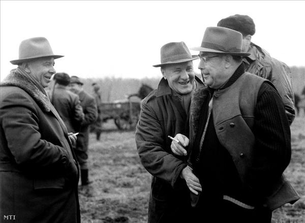 1965. január. Kádár János és az általa Hurscsov eltávolítása miatt nem különösebben kedvelt Brezsnyev, a Szovjetunió Kommunista Pártja Központi Bizottságának első titkára valamint Podgornij, a Szovjetunió Legfelső Tanácsa Elnökségének elnöke vadászik Soponyán.