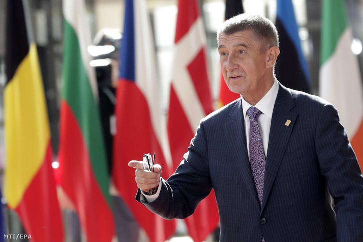Andrej Babis cseh miniszterelnök érkezik az Európai Unió rendkívüli brüsszeli csúcstalálkozójára 2019. július 2-án.