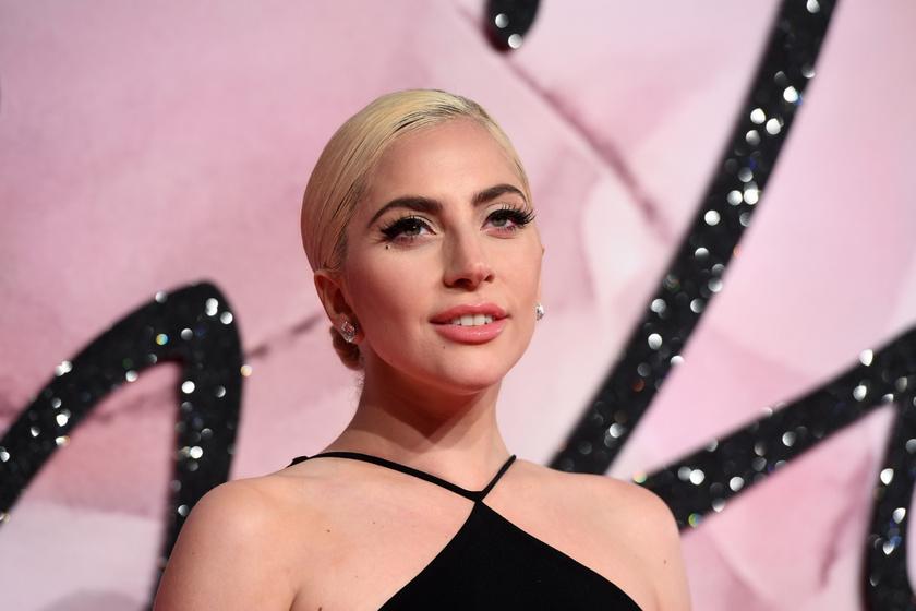 Lady Gaga álomszép címlapfotója - Új frizurával bűvölte el a rajongókat