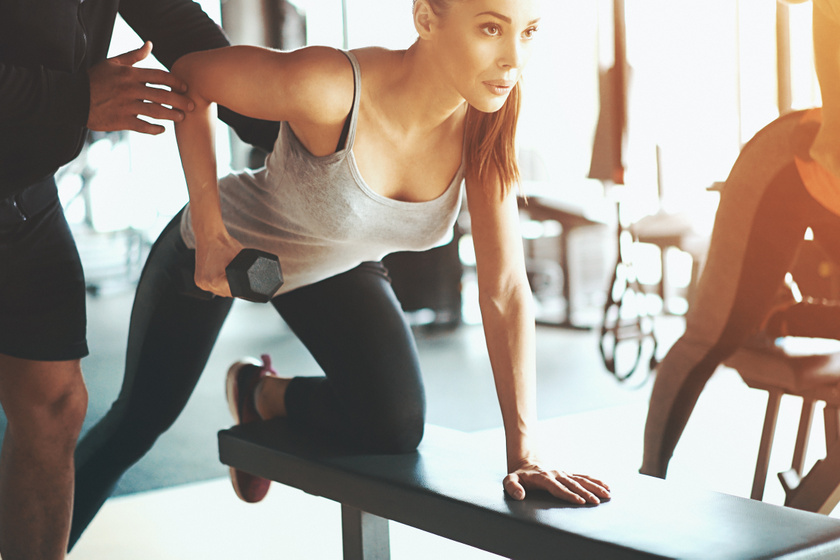 A leghatásosabb mellemelő gyakorlatok otthoni edzéshez: visszaforgatható velük az idő