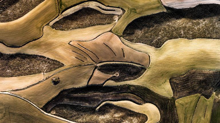 Festményszerű drónos fotókon az ember által átalakított tájak