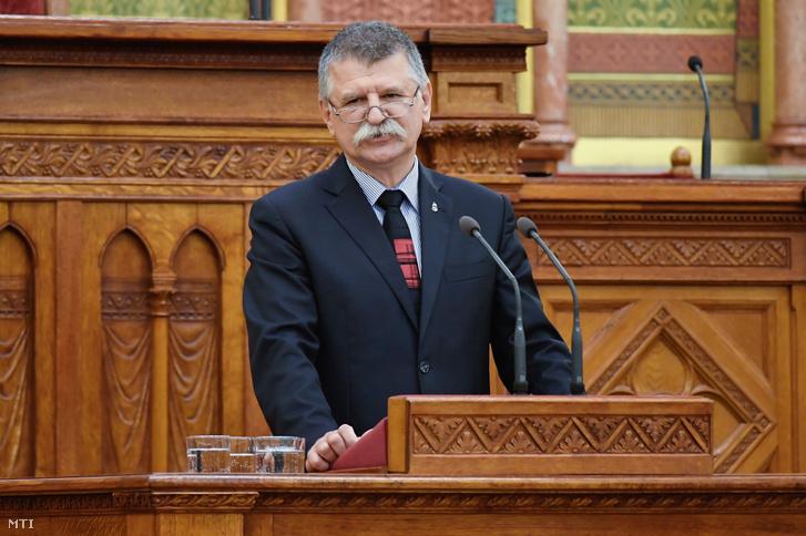 Kövér László házelnök beszédet mond a Keresztény Értelmiségiek Szövetségének XII. kongresszusán a Parlamentben