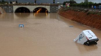 Apokaliptikus helyszínné változtatták Spanyolországot a villámárvízek