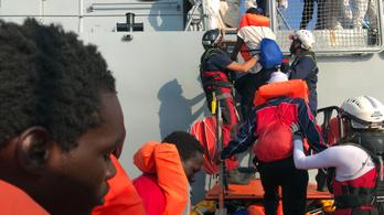 Olaszország teljesen megnyitja kikötőit a menekültek előtt