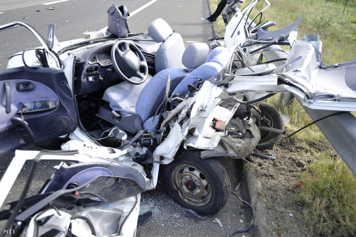 Ütközésben összeroncsolódott személygépkocsi 2019. szeptember 14-én az M5-ös autópálya Budapestről kivezető soroksári szakaszán a 15. kilométerszelvényben ahol három autó rohant egymásba.