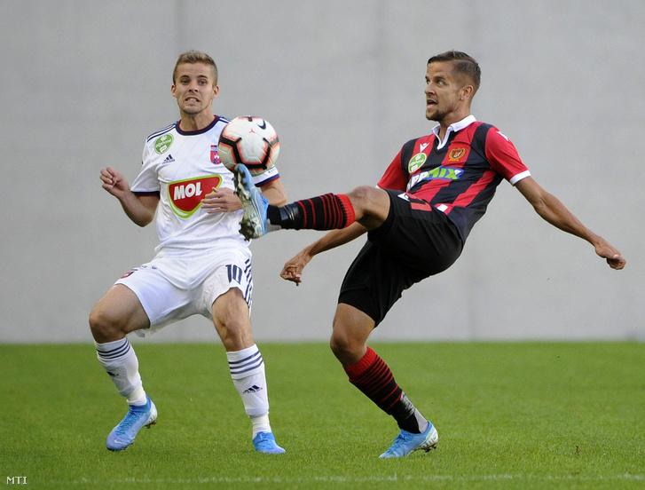 A kispesti Kesztyűs Barna (j) és a székesfehérvári Kovács István a labdarúgó OTP Bank Liga 6. fordulójában játszott Budapest Honvéd - MOL Fehérvár FC mérkőzésen a Hidegkuti Nándor Stadionban 2019. szeptember 14-én.