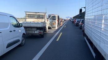Teherautók ütköztek az M0-son Dunaharasztinál, torlódásra kell számítani