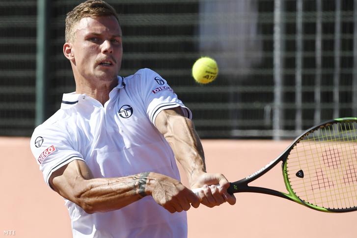 Fucsovics Márton játszik az ukrán Szerhij Sztahovszkij ellen a Magyarország - Ukrajna tenisz Davis Kupa-osztályozón Budapesten a Sport 11 központban 2019. szeptember 15-én.