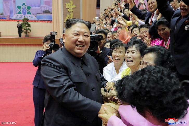 Kim Dzsongun a tanárok nemzeti konferenciáján Phenjanban 2019. szeptember -7én