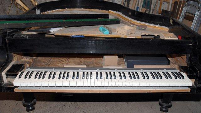 Zongoraépítés!