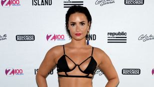 Demi Lovato folytatja a photoshopmentes bikinis képek posztolását
