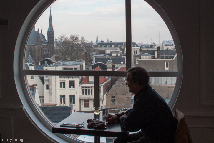 Kávézó kilátással Amszterdam városközpontjára.