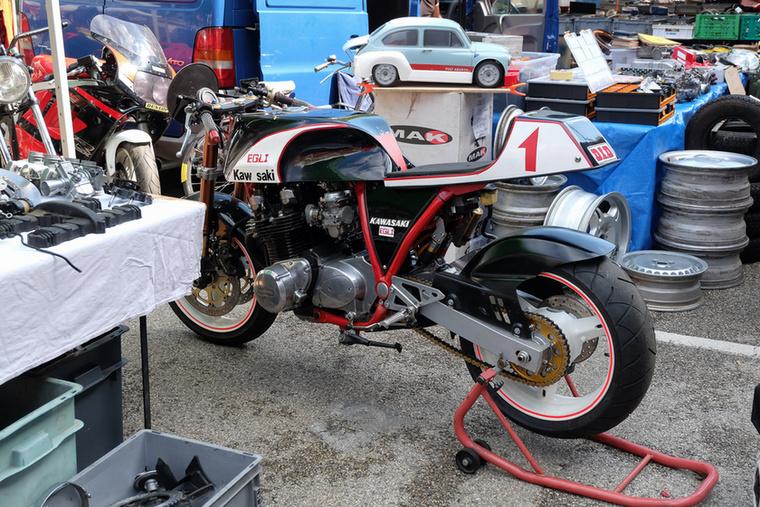 Aztán hogy a Ducati-versenymotor után még rosszabbul legyen az ember - egy Egli-Kawasaki