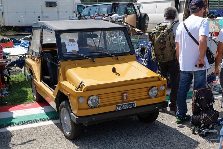 Ez is egy Fiat 500-as, még a farmotoros szériából