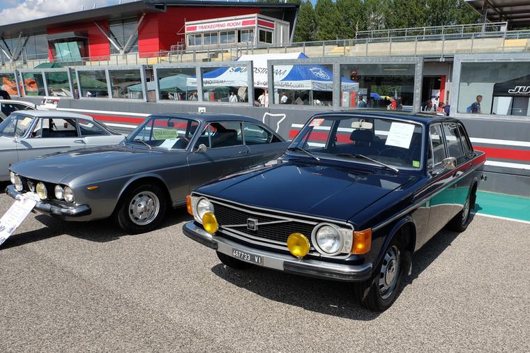 5500 ajró a Volvo 144 de Luxe-ért, annak szerintem minimum három-, de inkább ötszöröse a Lancia 2000 (Flavia) kupéért