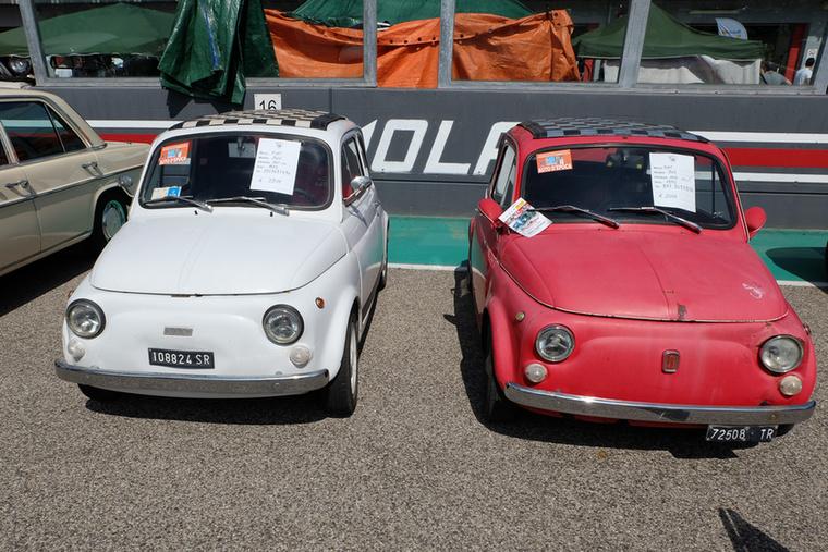 A riadt, fehér 3500, a kevésbé riadt, de lepukkantabb piros 3000 euró a Cinquékből