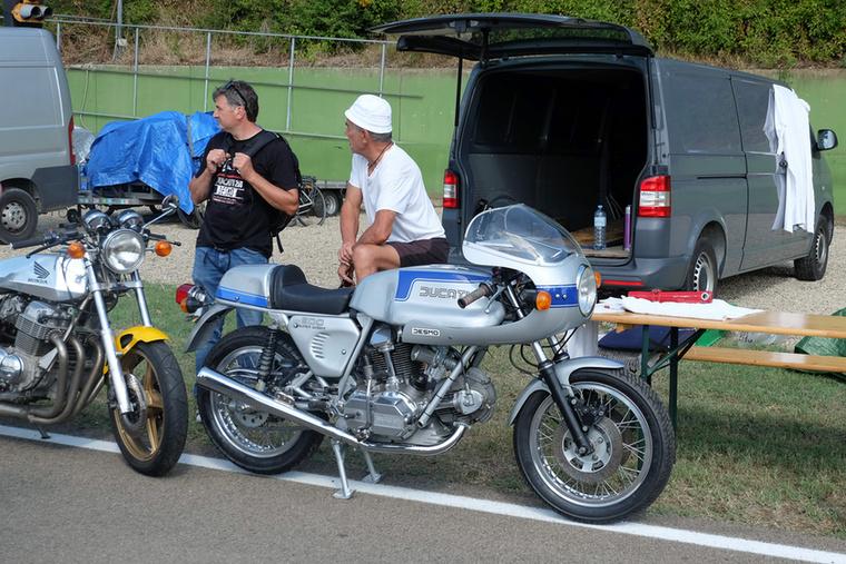 Királytengelyes Ducati 900 SS, ami mindent vitt