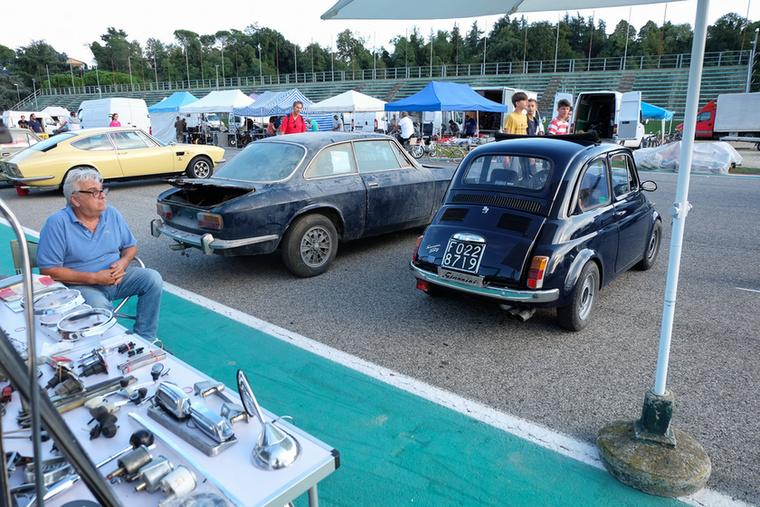Kétajtós, két olasz autók a hetvenes évek elejéről, közel azonos árban, más célcsoportoknak