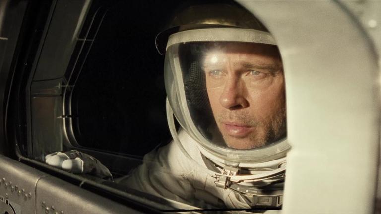 Brad Pitt a lelkét is kijátssza az űr-apakomplexusát kezelve