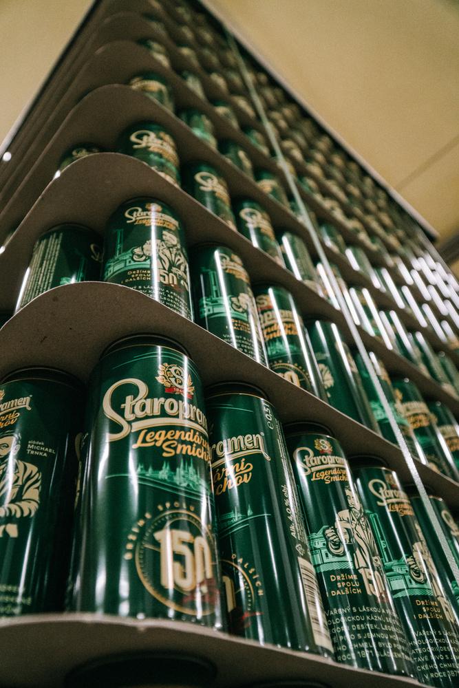 Nem túlzás azt állítani, hogy az üzemben hegyekben állnak a szomjas szájakra váró sörök