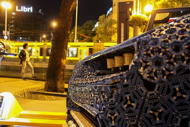 Bugatti az előtérben, 4-6-os a háttérben