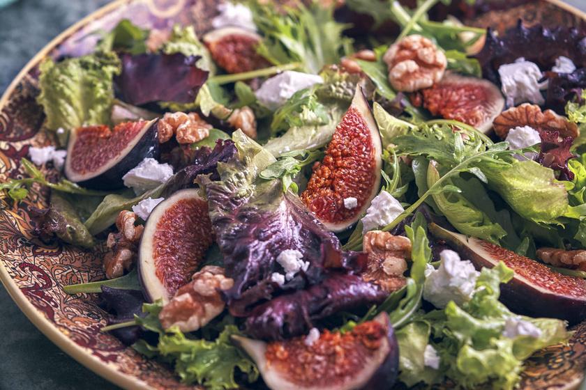 Ízes, rukkolás fügesaláta minden jóval: hús mellé vagy akár szendvicsbe is tökéletes