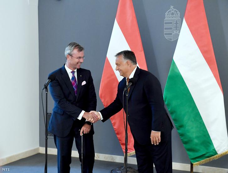 Orbán Viktor miniszterelnök (j) és Norbert Hofer az Osztrák Szabadság Párt (FPÖ) elnöke sajtótájékoztatót tart megbeszélésük után a Karmelita kolostorban 2019. szeptember 10-én.