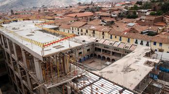 Inka romokra építették a szállodát, most le kell bontani