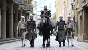 A Trónok harca leggyengébb évada tíz kreatív Emmy-díjat kapot