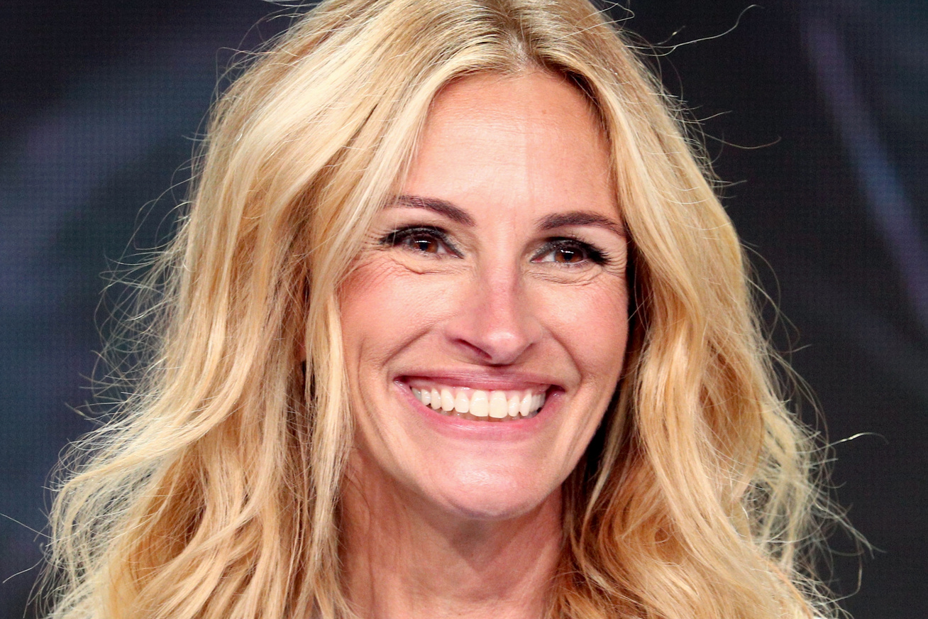 julia-roberts-piros-overall-cover