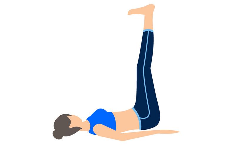 Feküdj hanyatt, húzd fel a térdeidet úgy, hogy a két lábszárad párhuzamos legyen a talajjal. A felsőtested maradjon a földön, tenyerekkel lefelé. Felváltva hol az egyik, majd a másik lábadat nyújtsd ki, majd húzd vissza derékszögbe.