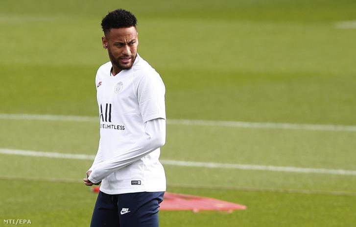 Neymar a Paris Saint-Germain brazil játékosa a csapat edzésén a Párizshoz közeli Saint-Germain-en-Laye-ben 2019. szeptember 17-én