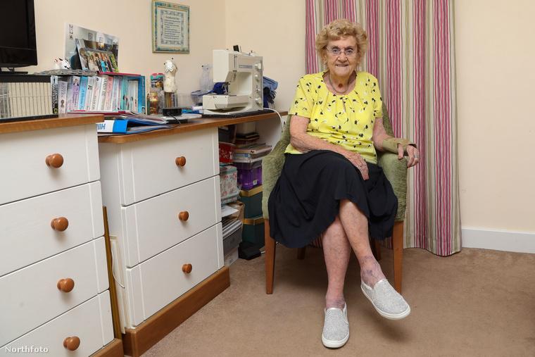 A képek, amiket ebben a lapozgatóban végigkattinthat, Hilda West történetét mesélik el