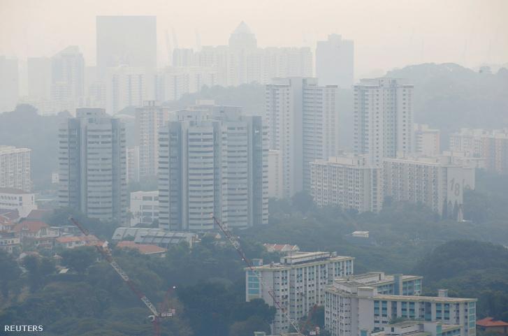 Az erősen szennyezett szingapúri levegő egy 2019. szeptember 14-i felvételen.