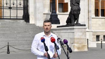 Kabaréba illően titkolja a kormány, hány vendégmunkás van Magyarországon