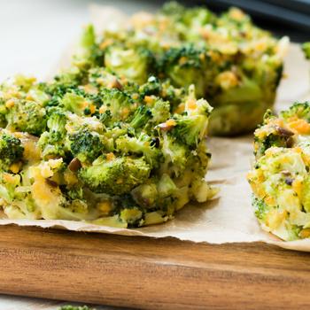 5 hozzávalóból tápláló reggeli: szalámis-brokkolis frittata muffin