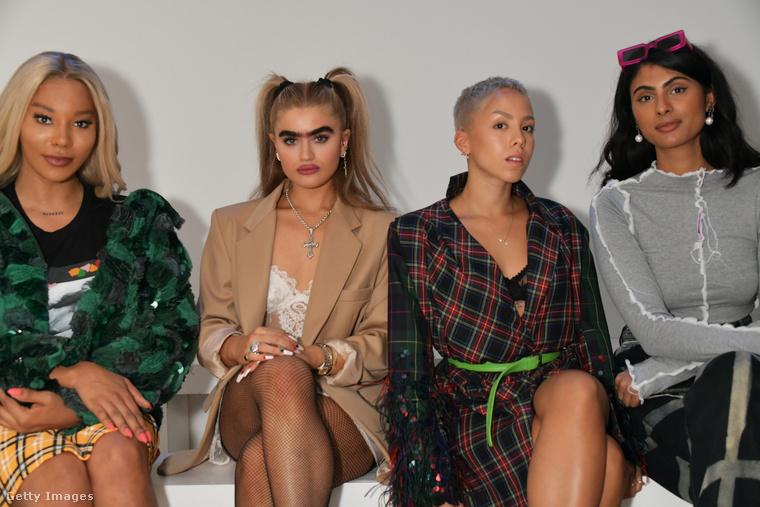 Szintén a múlt héten így nézett egy divatbemutatót Sophia Hadjipanteli.