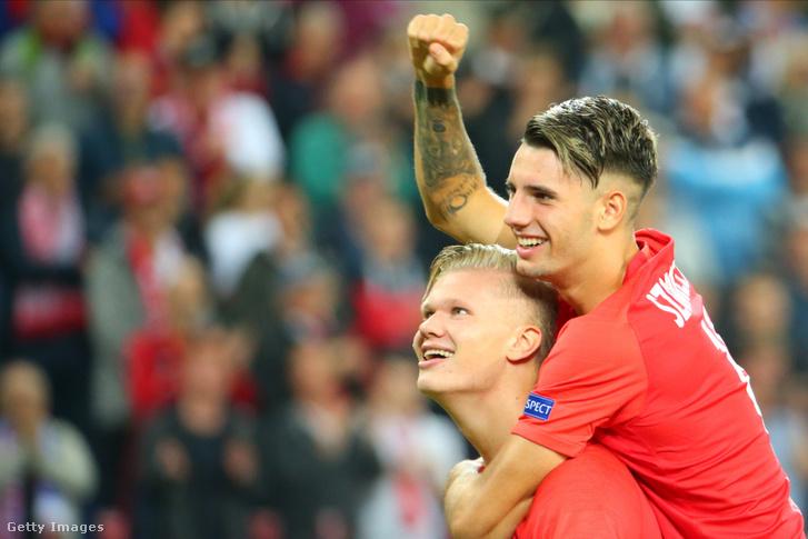 Szoboszlai Dominik és Erling Haaland ünnepli a Salzburg keddi győzelmét a Genk elleni BL mérkőzés végén