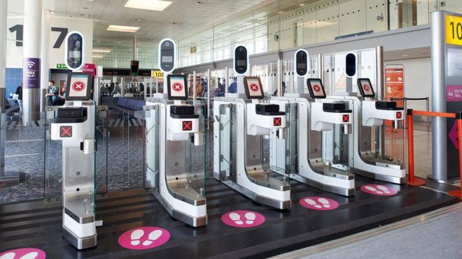 Arcfelismerő beléptetőkapuk a gatwick-i reptéren