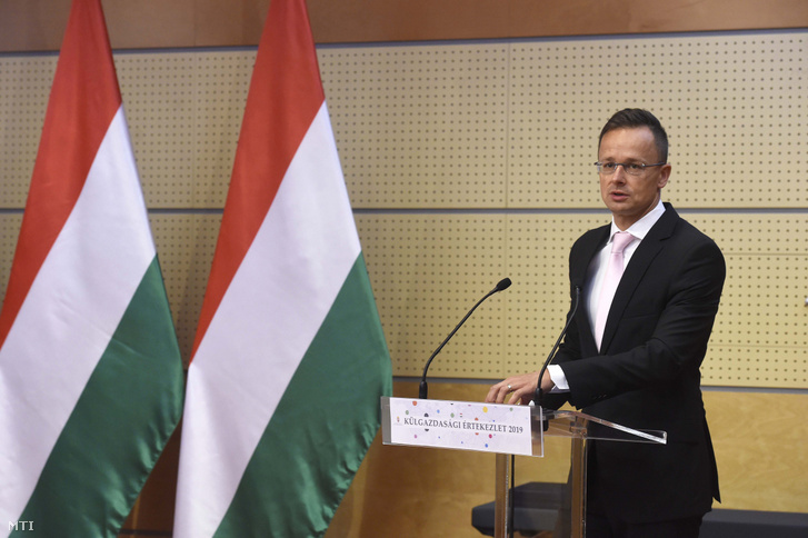 Szijjártó Péter külgazdasági és külügyminiszter beszédet mond a kiemelt exportőr partnerségi program (kepp) megállapodás aláírási ünnepségén a Hotel Mercure Budában 2019. június 24-én