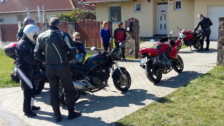 Ez meg már március vége, amikor Endrének nem volt motorja és ráfanyalodott a Monsterre