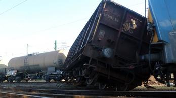 Reggelre állt helyre a vonatközlekedés, miután kisiklott egy tehervonat Miskolcon