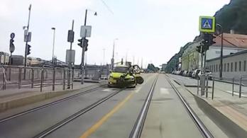 Taxi gázolt elektromos rollerest Budapesten