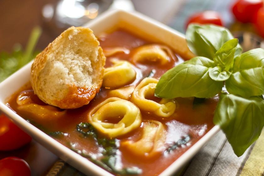 A tortellini isteni levesbetét is lehet - Olaszos, paradicsomos változatot mutatunk